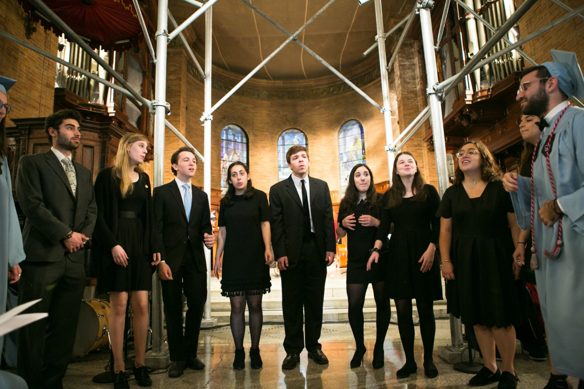 A group of students singing acapella in front of the nave in St. Paul's chapel.